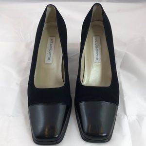 Liz Claiborne black leather soled pump heel